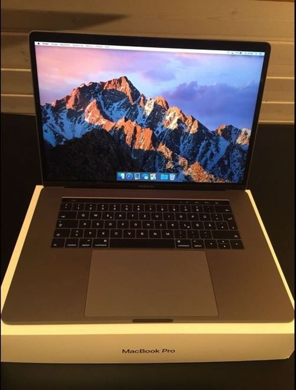 2017 Apple MacBook Pro 15