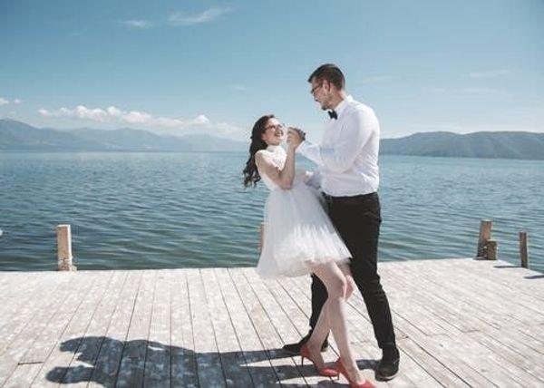 2 Freundinnen suchen sympatische Tanzpartner