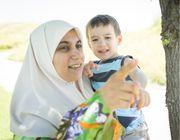 Kinderbetreuung durch eine erfahrene Mutter