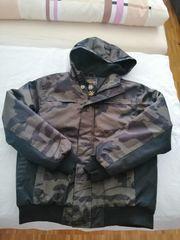 Jacken und Pumaschuhe