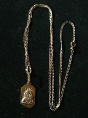 filigrane Goldkette mit Anhänger aus