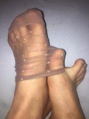 dreckige intensive getragene durchriebene Socken