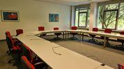 Bürotische mit Kabelkanal in Ettlingen