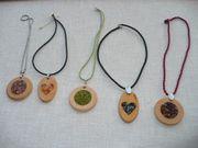 Holzschmuck Zirbe mit Halbedelsteinen perfekt