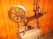 Altes Spinnrad - auch als schönes