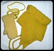 Babymütze und Handschuhe alt liebevolle