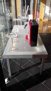 Tische für Schaufenster mit Beleuchtung