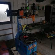 Reifenmontiermaschine mit Hilfarm