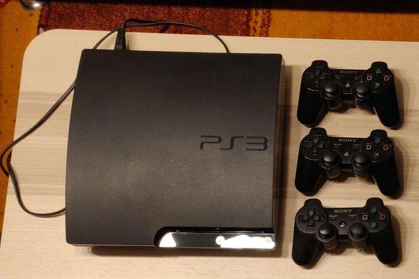 Playstation 3 mit 3 Controllern