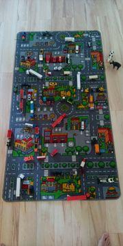 Straßenteppich mit vielen Spielzeugautos von