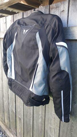 Dainese Sport Jacke mit Protektoren: Kleinanzeigen aus Lustenau - Rubrik Motorradbekleidung Herren