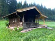 Ferienhütte mit überdachter Terrasse in