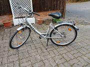 Damenafahrrad 26 Zoll silberfarben neuwertig