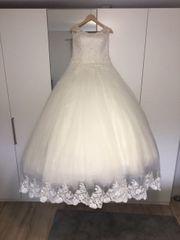 Traumhaftes Brautkleid Spitze Perlenstickerei Glitzertüll