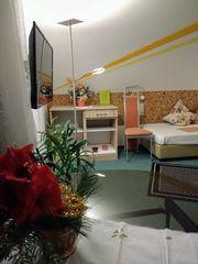 Biete Ein-Raum-Wohnung möbliert mit Balkon