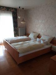 Doppel-Bett mit 2 Nachttischen und