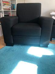 Schwarzer Sessel
