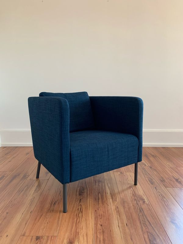 Sessel in blau und beige