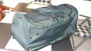 Stratic Reisetasche mit Rollen dunkelgrün