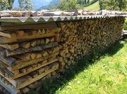 heimisches trockenes und ofenfertiges Brennholz