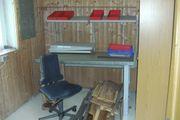 Werkbank mit Ablagen Boxen und