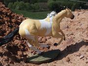 Breyer Pferd im Gallopp zum