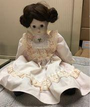 Puppe mit Kleid beweglich