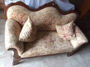 Komplettes Ensemple Sofa Tisch und