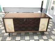Antike Musiktruhe mit funktionsfähigen Radio