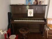 Schönes altes Klavier Holz gut