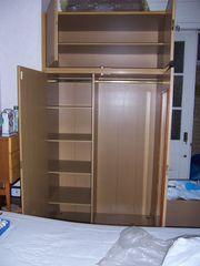 kombinierter Kleider- Wäscheschrank mit Aufsatz