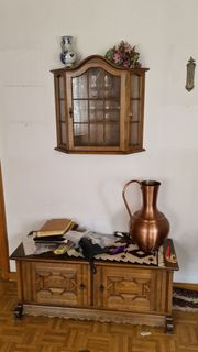diverse klassische Holzmöbel