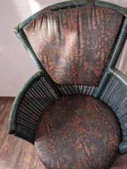 Esszimmertisch und Stühle