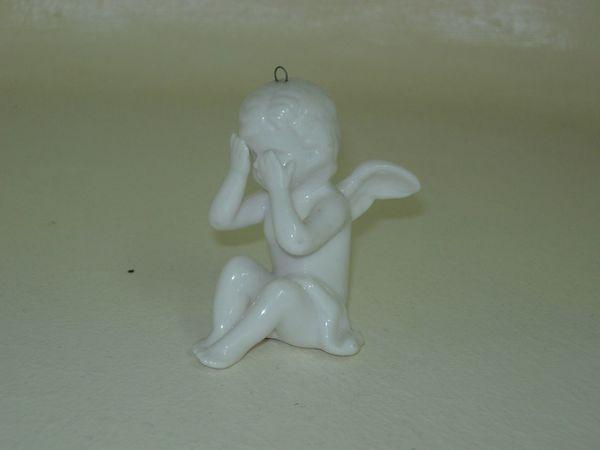 Kleiner Engel aus Porzellan