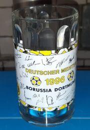 BVB Krug mit Unterschriften