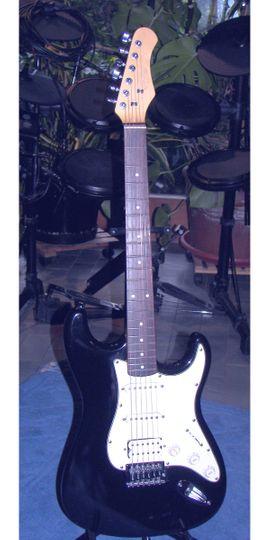 Gitarren/-zubehör - Verkaufe E-Gitarre von Stagg S402