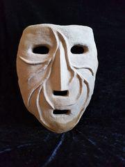 Maske aus Lehm
