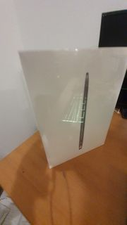 - Apple MacBook Air 13 3