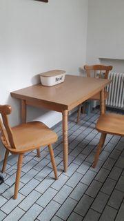 Essgruppe mit 3 Stühlen