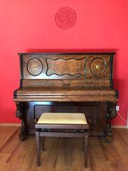 Gebrauchtes Klavier diente zur Deko