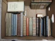 Verschiedene geschichtliche Bücher abzugeben