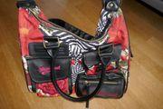 Desigual Handtasche mit Umhängegurt Rottöne