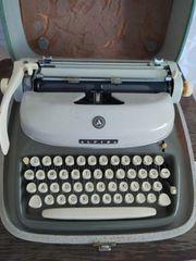 Adler Schreibmaschine Model Alpina