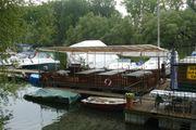 Schönes Floß - schwimmende Plattform - Ponton