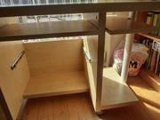 Schreibtisch aus Holzfurnier