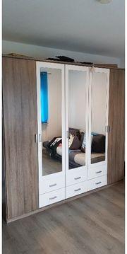Kleiderschrank mit 5 Türen und
