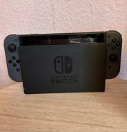 Nintendo Switch in Grau zwei