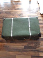 großer DDR Koffer grün