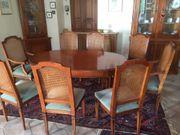 Esstisch und 6 2 Stühle