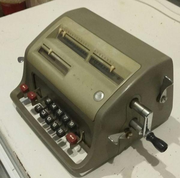 Vintage-Rechenmaschine der Firma Facit